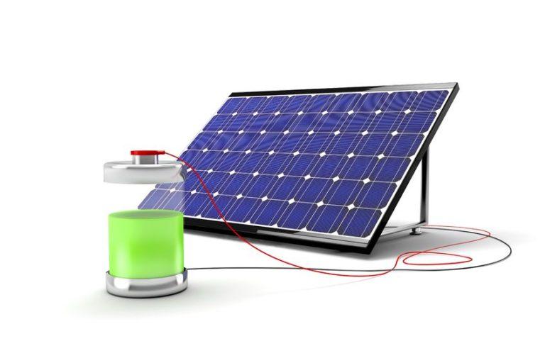Questa immagine illustra il fotovoltaico con accumulo. La batteria per fotovoltaico è il componente principale di un sistema di accumulo.