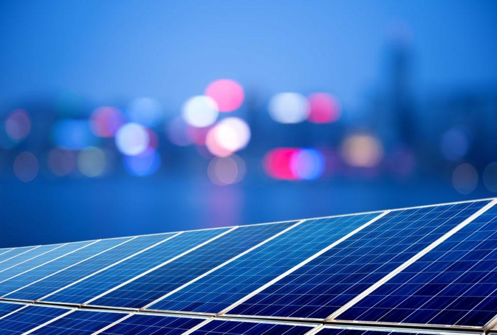 Pannelli solari fotovoltaici la sera