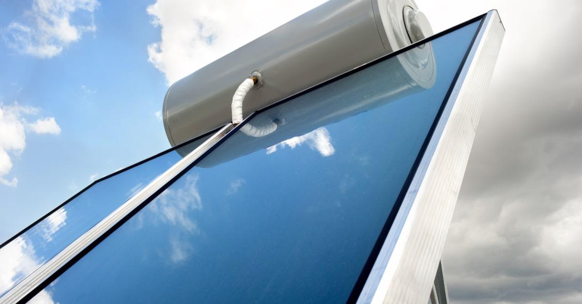 Con un impianto solare termico a circolazione naturale risparmi nel tempo sull'acqua calda sanitaria
