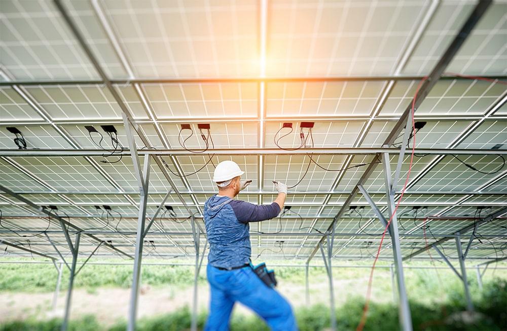 Ottimizzatori di potenza SolarEdge montati da un tecnico