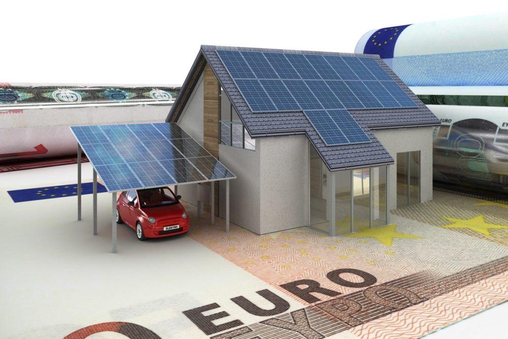 casa con pannelli fotovoltaici e sotto 50 euro come simbolo di incentivo
