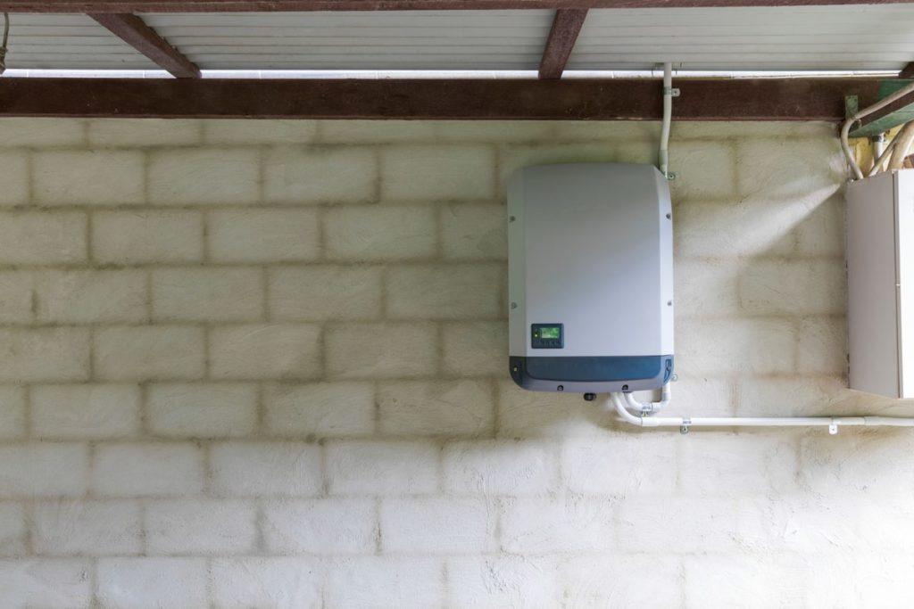 l'inverter per l'impianto fotovoltaico incide sul costo complessivo
