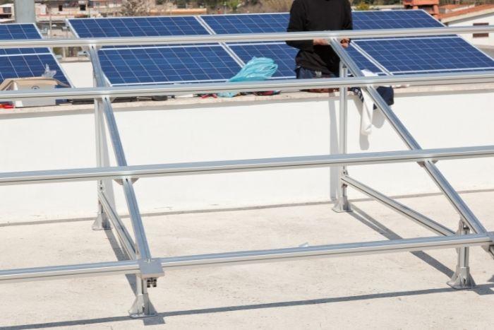 queste strutture permettono di installare il fotovoltaico sul tetto piano