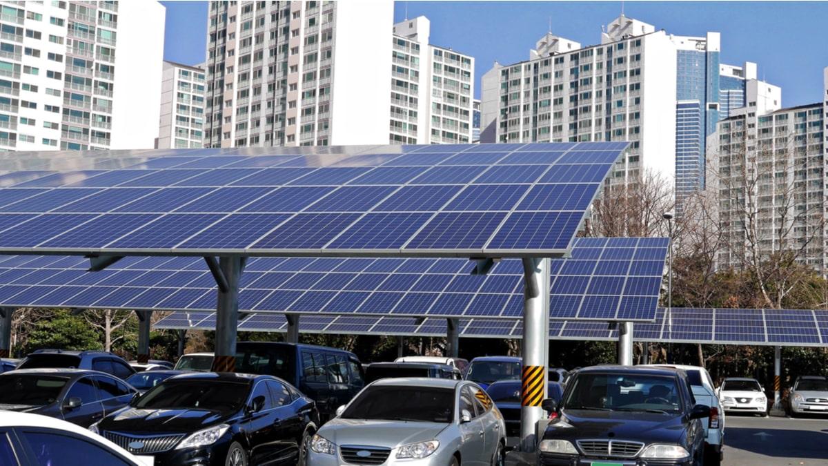 il bando per il fotovoltaico della Lombardia può essere utilizzato da un ente pubblico per allestire le pensiline di un parcheggio con pannelli solari