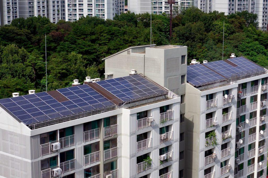 superbonus, le novità approvate e quelle in arrivo per gli impianti fotovoltaici nei tetti dei condomini