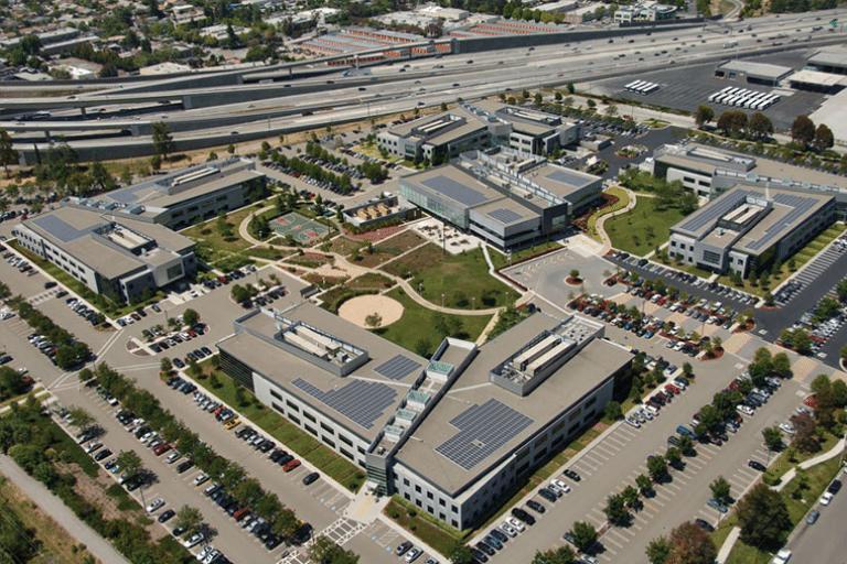 impianto fotovoltaico con Pannelli SunPower nella sede del campus della Microsoft