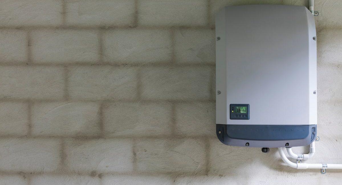 descrive come l'inverter fotovoltaico svolge una funzione essenziale per gli impianti domestici e aziendali