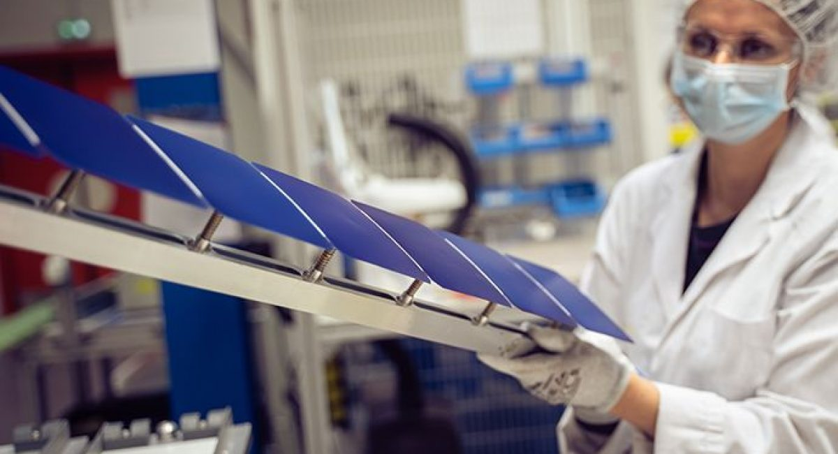Il pannello fotovoltaico Maxeon Air è costituito da celle fotovoltaiche Maxeon - vista laboratorio