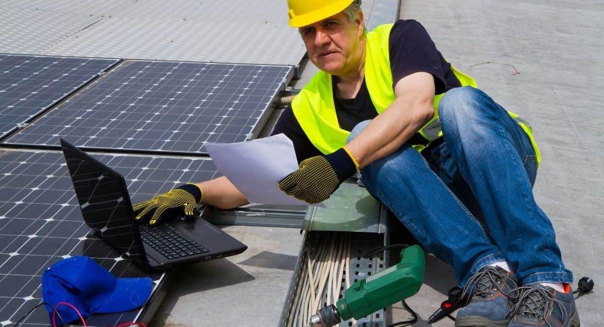 un tecnico specializzato in fotovoltaico è indicato per i lavori in superbonus